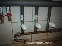 Монтаж гребенки теплых полов индивидуальной системы отопления дома.